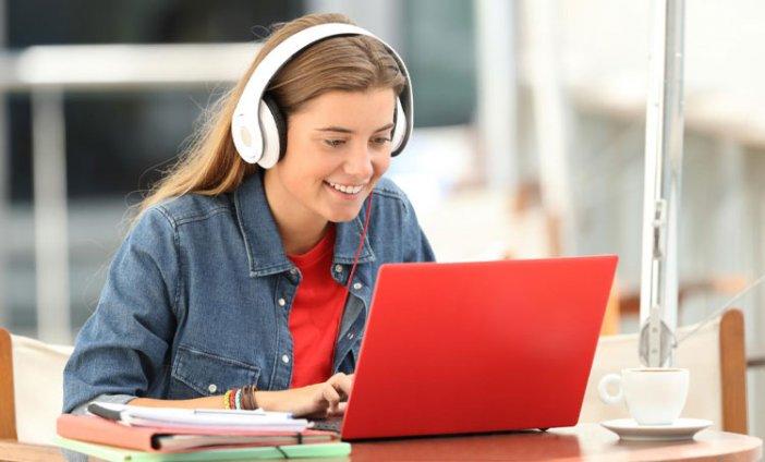 Jak motywować nastolatka do nauki w domu?