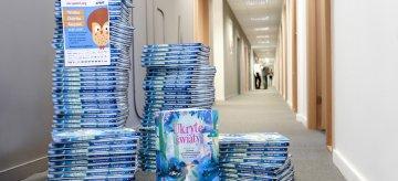 """Książka z misją, czyli…  """"Ukryte światy"""" idą w świat"""