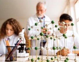 Doświadczenia chemiczne. Czemu tak rzadko robi się je w szkole? | NOWA ERA